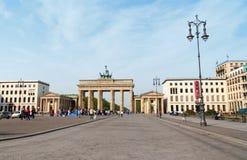 Brandenburg utfärda utegångsförbud för och Pariser Platz i Berlin Arkivbilder