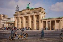 Brandenburger突岩的后部在柏林,德国 库存照片