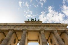 Brandenburger突岩,柏林,德国,多云天空 免版税库存照片