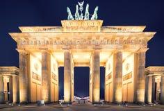 Brandenburger突岩(勃兰登堡门)全景,著名地标在柏林德国夜 图库摄影
