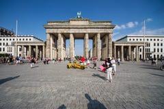 Brandenburger Tor i sommar royaltyfri fotografi