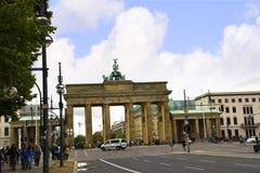 Brandenburger Tor ist Berlin-` s der meiste berühmte Markstein Ein Symbol von Berlin und von deutscher Abteilung während des kalt Stockfotografie