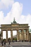 Brandenburger Tor ist Berlin-` s der meiste berühmte Markstein Ein Symbol von Berlin und von deutscher Abteilung während des kalt Stockbilder
