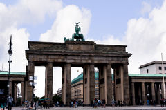 Brandenburger Tor ist Berlin-` s der meiste berühmte Markstein Ein Symbol von Berlin und von deutscher Abteilung während des kalt Lizenzfreie Stockbilder