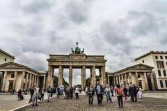 Brandenburger Tor ist Berlin-` s der meiste berühmte Markstein Ein Symbol von Berlin und von deutscher Abteilung während des kalt Lizenzfreie Stockfotos