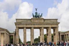 Brandenburger Tor ist Berlin-` s der meiste berühmte Markstein Ein Symbol von Berlin und von deutscher Abteilung während des kalt Lizenzfreies Stockbild