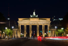 Brandenburger Tor nachts Stockfotos