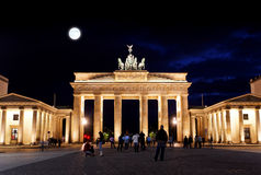 BRANDENBURGER TOR nachts in Berlin lizenzfreies stockbild