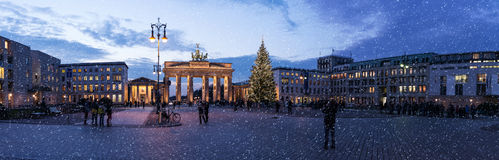 Brandenburger tor på jul royaltyfria bilder