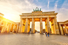 Brandenburger Tor am Sonnenuntergang lizenzfreie stockfotografie