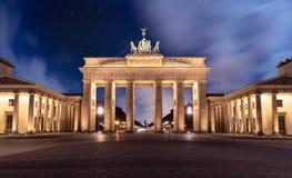 Brandenburger Tor w Berlin, Niemcy podczas gdy noc obraz stock