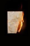 brandend blad van document stock afbeelding
