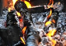 Brandend brandhout Stock Foto