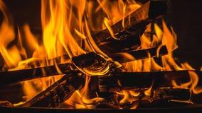 Brandend brandhout Royalty-vrije Stock Foto's
