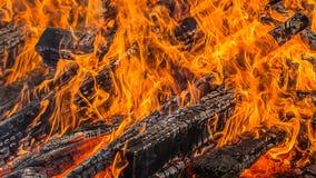 Brandend hout Royalty-vrije Stock Afbeeldingen