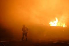 Brandend huis stock afbeelding