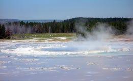 Brandend water van een geiser in yellowstonepark Royalty-vrije Stock Foto