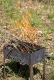 Brandende BBQ voor een picknick Royalty-vrije Stock Foto