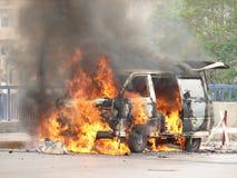 Brandende bestelwagen Royalty-vrije Stock Afbeeldingen