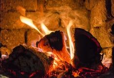 Brandende brand in de open haard royalty-vrije stock fotografie