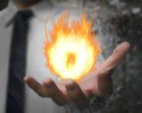 Brandende brandbal in man hand Stock Fotografie