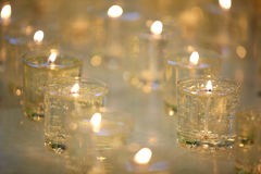 Brandende herdenkingskaarsen Stock Afbeeldingen