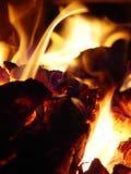 Brandende houtskool Stock Afbeeldingen