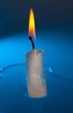 Brandende kaars die van ijs wordt gemaakt Stock Afbeelding