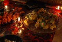 Brandende kaars en rode vissen Royalty-vrije Stock Fotografie