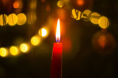 Brandende kaars op Kerstboom Royalty-vrije Stock Foto's