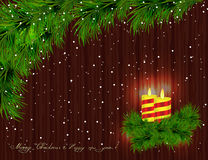 Brandende kaarsen, Kerstboomtakken, takjes en bruine houten B royalty-vrije illustratie
