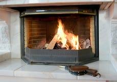 Brandende open haard en blaasbalgen Royalty-vrije Stock Fotografie