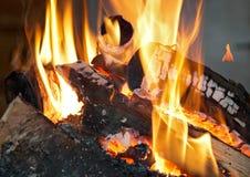 Brandende open open haard Stock Afbeeldingen