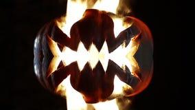 Brandende pompoen op Halloween looped stock footage