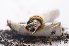 Brandende sigaretten. Stock Afbeelding