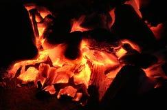 Brandende sintels Stock Afbeeldingen