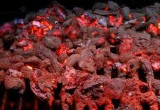 Brandende steenkolen bij de Grill Royalty-vrije Stock Foto