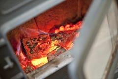 Brandende steenkolen van brandhout Royalty-vrije Stock Fotografie