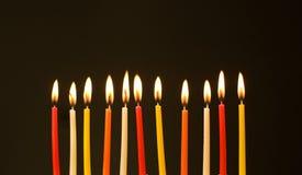Brandende verjaardagskaarsen Royalty-vrije Stock Afbeeldingen