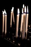 Brandende witte kaarsen stock foto's