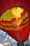 BRANDERvlam VAN EEN HETE LUCHTballon!! Stock Foto's