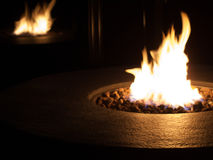Brandflamma i en kolbrandgrop Arkivbilder