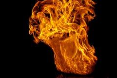 Brandflamma på svart bakgrund Arkivbilder