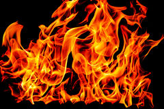 Brandflammor som isoleras på svart bakgrund Arkivbilder