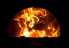 Brandhout in de oven van het bad stock afbeeldingen