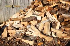 Brandhout in de werf Stock Afbeeldingen
