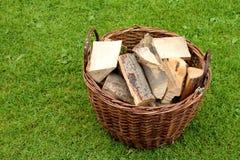 Brandhout in een mand Royalty-vrije Stock Foto