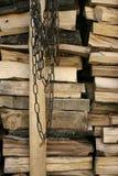 Brandhout en Ketting stock afbeeldingen