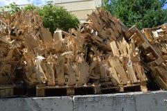 Brandhout op de containersdoos voor de Vrije Brand stock fotografie