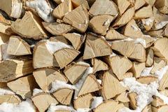 Brandhout in woodpile Houten achtergrond royalty-vrije stock afbeelding
